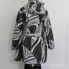 Черный и белый геометрический рисунок с капюшоном ПВХ плащи для женщины