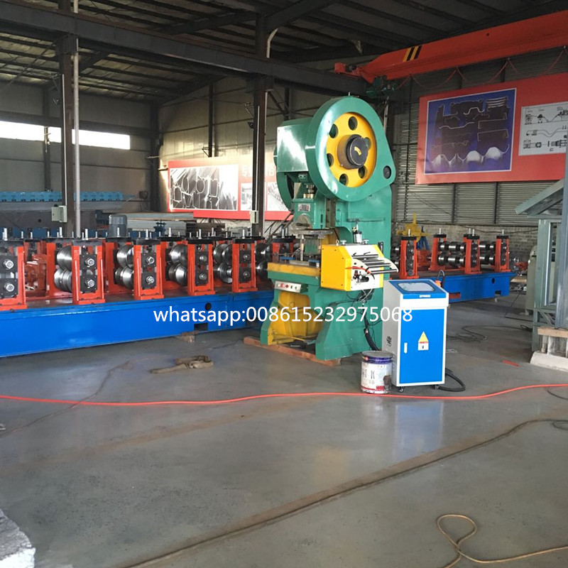 Justerbar 3 Waves Highway Guardrail Roll Forming Machine