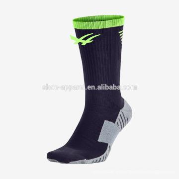As meias de compressão de esportes de alta qualidade dos homens para o futebol ao ar livre