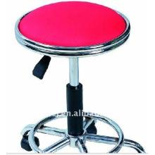 Silla de belleza roja de 4 ruedas
