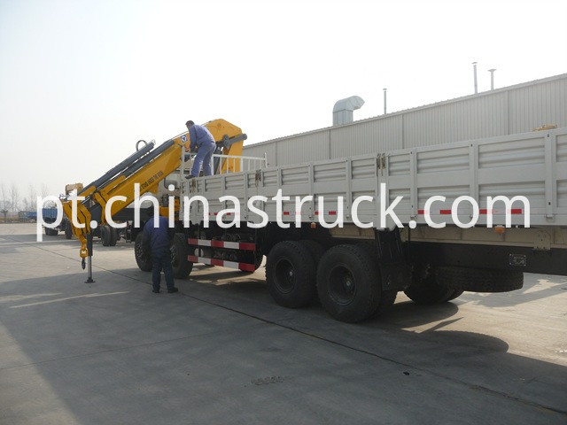 truck with crane