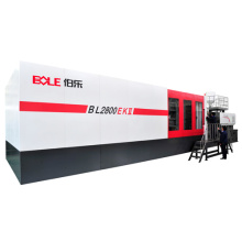 Injection molding machine avec le bras robotisé