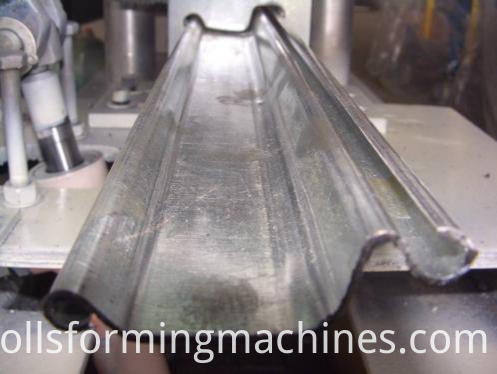 Automatic slat rolling door machine