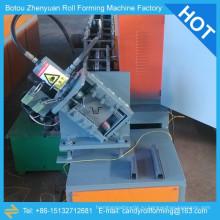 Машина для формовки металлических шпилек, машина для производства металлических шпилек и гусениц