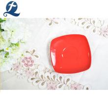 Plato y plato de té de cerámica cuadrados de color rojo de alta resistencia al desgaste al por mayor