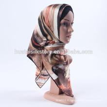Hijabs à la soie imprimés à la main