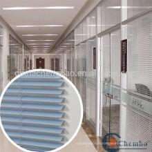 Travaux de fenêtres en fer forgé de bureau à bureau moderne