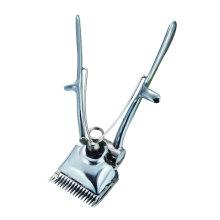 Haarschneider mit der Hand verwendet