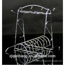 Manípulo ecológico com forma de prato de metal e copo