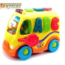 A inteligência do bebê brinca o brinquedo colorido material do carro dos desenhos animados do ABS