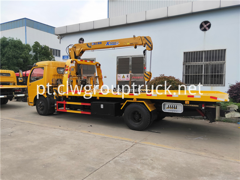 Lorry Mounted Crane 3