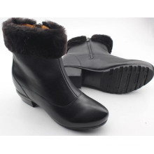 Botas pretas das botas das mulheres negras com pele para dentro