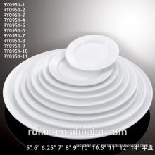 Plateaux, assiettes en porcelaine, vaisselle, vaisselle pour restaurants