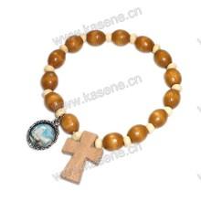 Bracelete elástico de madeira elíptica com medalha de metal cruzado de madeira