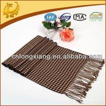 China Großhandel Houndstooth Garn gefärbt 100% Seide natürlichen Seide Schal mit Quaste