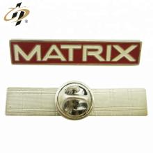 Pino de lapela de nome de esmalte de metal ouro personalizado
