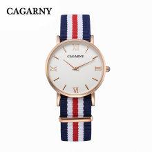 Montre-bracelet en tissu Cagarny avec mots en plaqué or 4roman