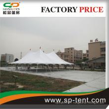 Grande tente utilisée dans le salon du canton équitable et grand spectacle automobile