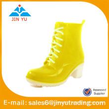 Chaussures de pluie à la mode