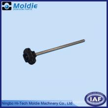 Moulage par injection en plastique avec pièces en métal