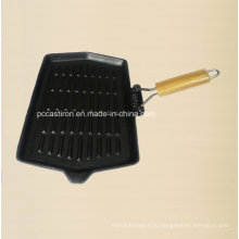 Чугунная сковорода размером 35X21 см с деревянной ручкой