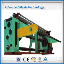 Machine de fabrication de treillis métallique hexagonal torsadé
