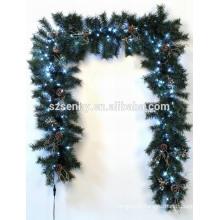 Twig iluminou grinaldas de natal ao ar livre