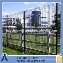 Heißer Verkauf neuer Entwurfsqualitäts-fabelhafter PVC beschichtete Gartenzaun-Dreieck, der Zaun verbiegt