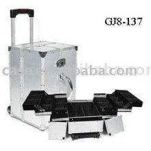 Алюминиевый чемодан