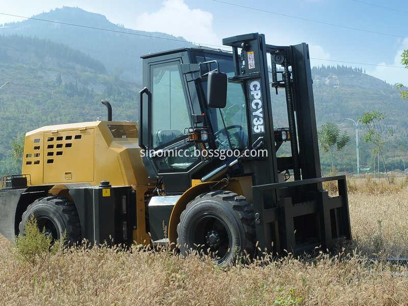 Diesel Off Road Forklift Cpcy35