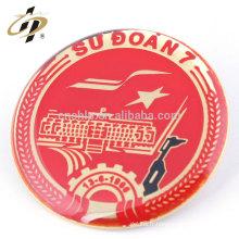 Insigne rond en étain en métal avec logo imprimé CMYK imprimé avec épingle de sûreté