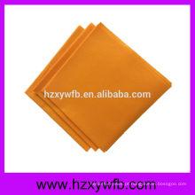 Um lenço de papel do guardanapo da dobra