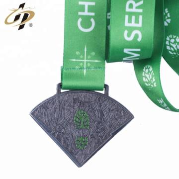 2018 faire la médaille de forme personnalisée de ruban de métal antique