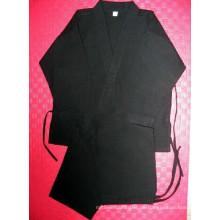 Schwarze Uniform für Karate