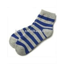 Mulheres novas meias de algodão
