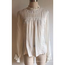Blusa de mujer de viscosa con encaje y pintas