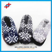 Men's Fashion Winter Indoor Snow Print Jacquard Anti-slip Home Slipper for wholesale
