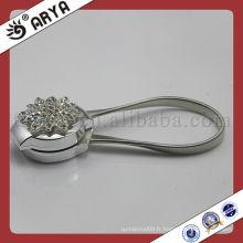 Boucle de clip magnétique en rideau argenté avec crochet de clip de diamants