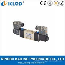4V220-06 5/2 vías Válvula de control de solenoide neumático DC24v normalmente cerrada