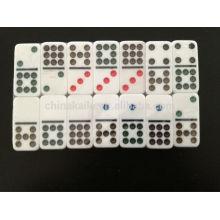 Double jeu de neuf couleurs Domino avec étui personnalisé
