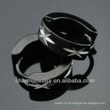 Moda cirúrgica aço hoop brincos homens gravado padrão preto huggies brincos HE-096