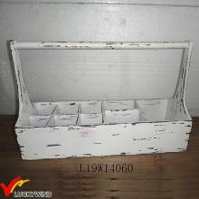 Fester alter Holz weißer Korb mit Teiler