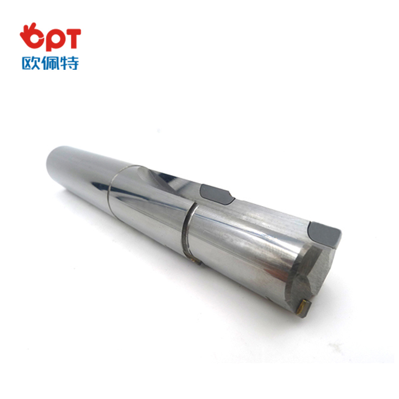 Diamond drilling reamer