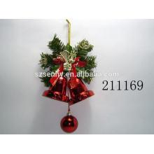 Décorations suspendues en bois à l'intérieur de Noël