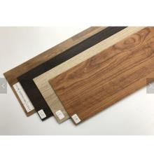 planchers de bois en plastique