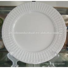 Керамические фарфоровые белые волнистые обеденные тарелки