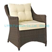 Современное кресло из ротанга