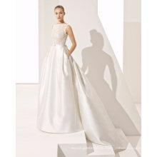 Parte superior elegante do laço do perolização com o vestido de casamento do vestido nupcial do cetim do bolso