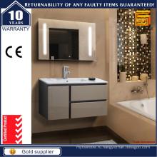 Современная настенная ванная комната с тканью со светодиодным зеркалом