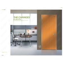 As portas de entrada desproporcionados, pintam as fotos de madeira das portas, pintam a porta de madeira da classe, pintando a porta de madeira composta